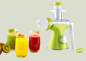 China Mini Manual Juice Maker Hand Compact Slow Juicer 65mm Feeding Chute Low Juicing Speed supplier