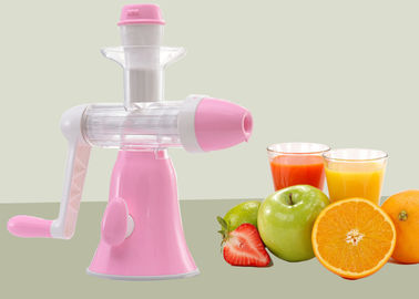 China Manual Juice Maker Hand Crank Juice Extractor Compact Designed Full Nutrition supplier